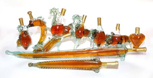 В сувенирный набор, кроме бутылки Хлебный дар, входят 3 рюмки.